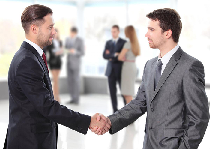 good handshake The gentleman's handshake is a commonly used phrase in agreement making, finalizing a deal, and basically is an informal agreement between one gentleman to another, to create a formalized deal.
